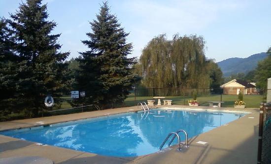 Americourt Hotel Mountain City: Pool