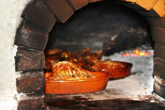 Asador Tierra Aranda : cabrito lechal al horno.