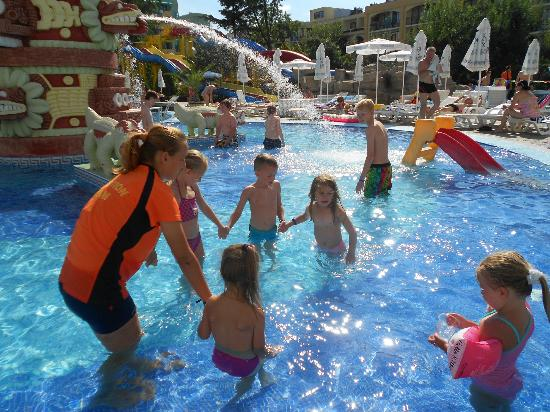 Kuban Resort & Aquapark: childrens mini disco (pool style)