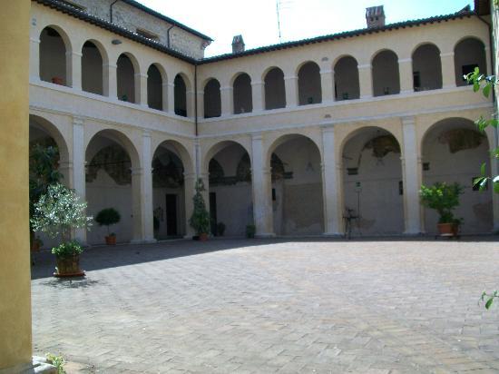 Il Chiostro di Bevagna: Entrance to Il Chiostro