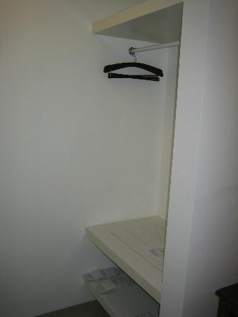 Astana Pengembak Suite Apartment & Villa : Dressing area (aka wardrobe)
