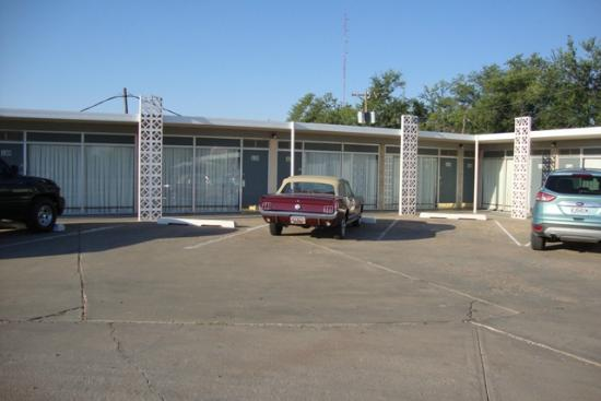 Historic Route 66 Motel: View from parking lot