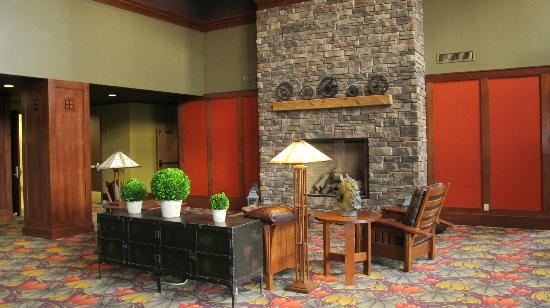 Vernon Downs Hotel: Lobby