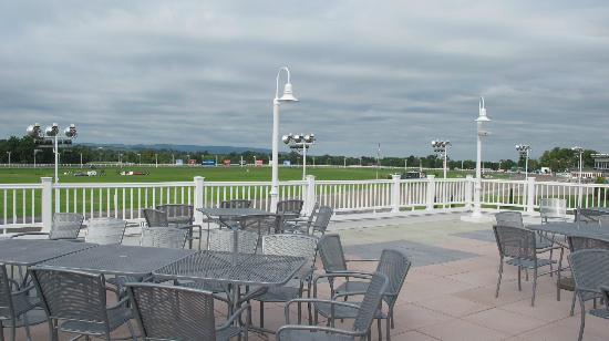 Vernon Downs Hotel: Patio