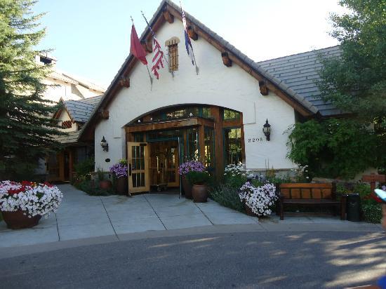 Lodge & Spa at Cordillera: Front entrance