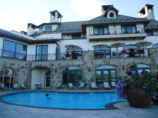 Lodge & Spa at Cordillera: View from outdoor pool