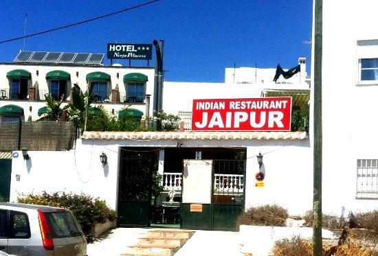 Jaipur - rear entrance from Los Huertos car park