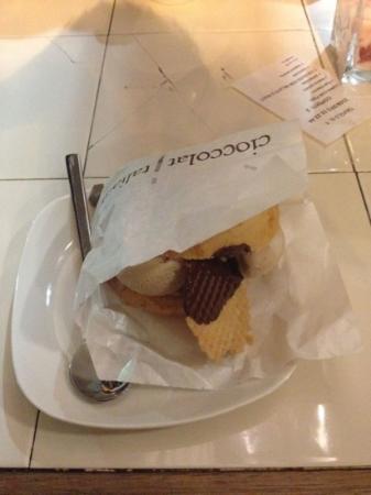 CioccolatItaliani: colmato con Nocciola e Bianco avorio