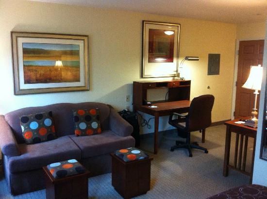 Staybridge Suites East Stroudsburg - Poconos: LR and work area by front door