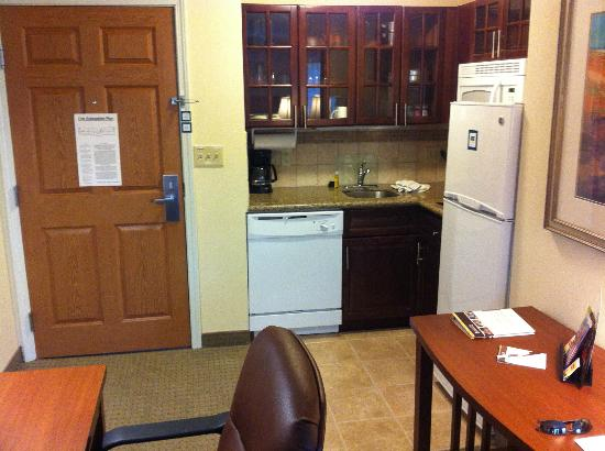 Staybridge Suites East Stroudsburg - Poconos: Kitchen Area