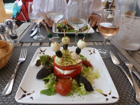Le Lunch: Delicious Tomato Mozzarella Salad