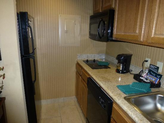 Homewood Suites by Hilton Fayetteville : Kitchen
