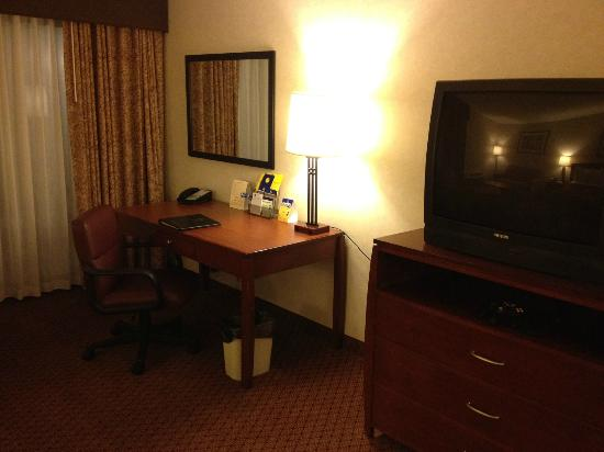 Best Western Plus Executive Inn: office desk and tv