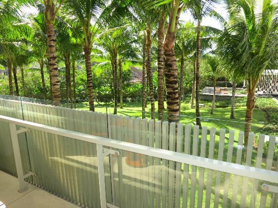 W Retreat & Spa Bali - Seminyak : vue sur le jardin du balcon