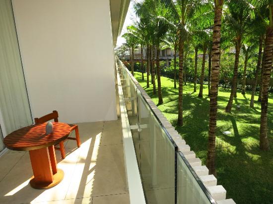 W Retreat & Spa Bali - Seminyak :  vue sur le jardin ( seulement une chaise pour deux ?)