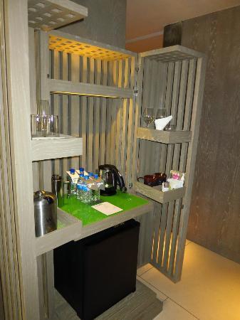 W Retreat & Spa Bali - Seminyak : Garden view design minibar  mini bar design