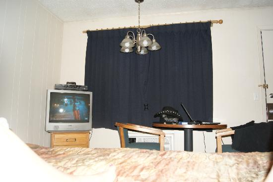 Americas Best Value Inn Sheridan: crappy TV with bad cable