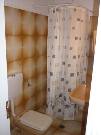 Gianna Suites: salle de bain vieille et horrible