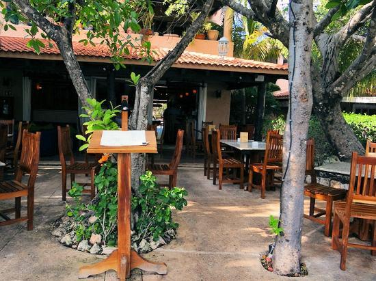 Hippos Marina Lounge: Patio
