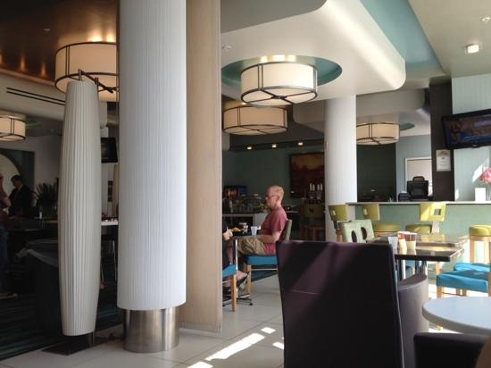 SpringHill Suites Ewing Princeton South: Breakfast @ lobby
