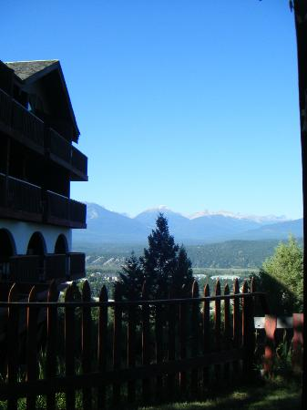 Rocky Mountain Springs Lodge and Restaurant: View to the left of our room
