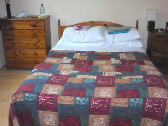 Strathpeffer Hotel: Also a single bed to the left of picture