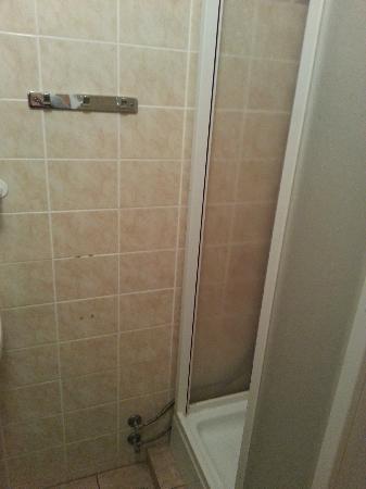 Hotel Pivovar: shower 