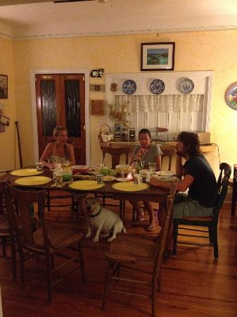 Kingston House B&B: Dining with friends