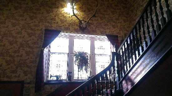 Strathpeffer Hotel: Leading up to the second floor