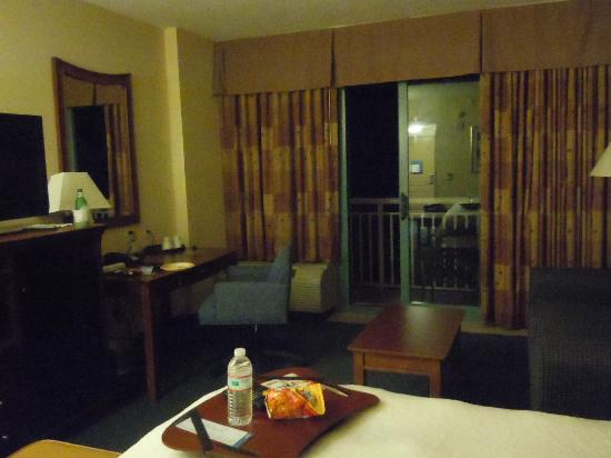 Hampton Inn Virginia Beach-Oceanfront South: Snacks on arrival courtesy of Hilton Honors