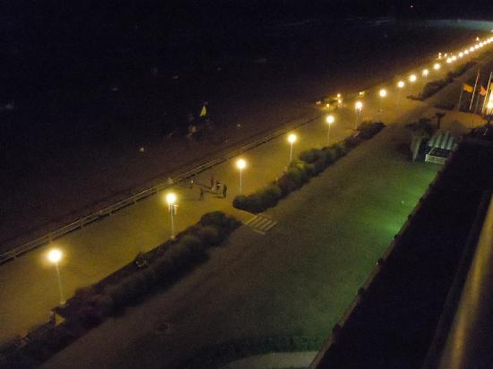 Hampton Inn Virginia Beach-Oceanfront South: Nighttime view of the Ocean