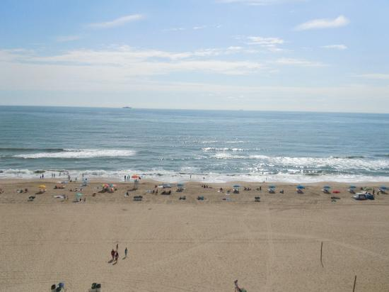 Hampton Inn Virginia Beach-Oceanfront South: Dreams are made of this....