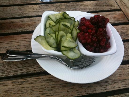 Wardshuset Ulla Winbladh : pickled cucumber, lingonberry (comes with meatballs)