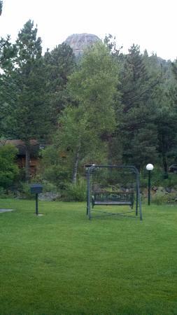 Deer Crest Resort: Plenty of outdoor, creekside seating