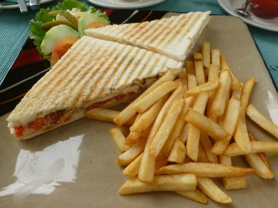 Kaiser Cafe: Sandwich and fries