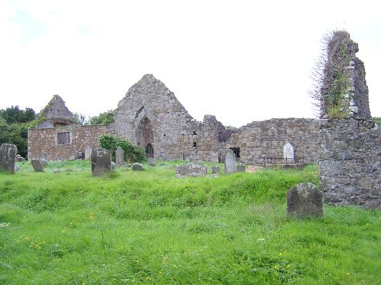 Teach an Cheoil B&B: Bonamargy Friary Ruins Ballycastle