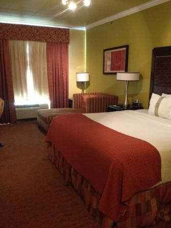 Holiday Inn Hotel & Suites McKinney - Fairview: nice chaise and comfy bed