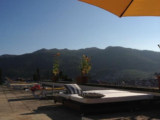 Casa Das Torres: Terrasse de la piscine