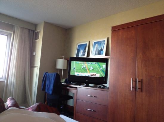 Courtyard by Marriott Montreal Airport: Small room with big furniture but  not too bad overall