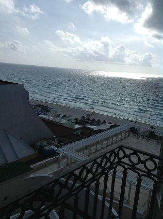 Sandos Cancun Lifestyle Resort: ocean view from room evening