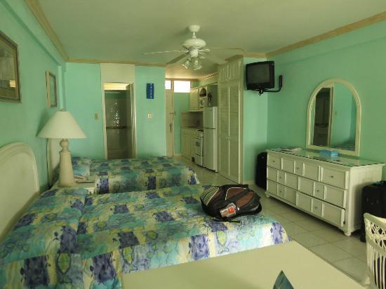 Yellow Bird Hotel: The room.
