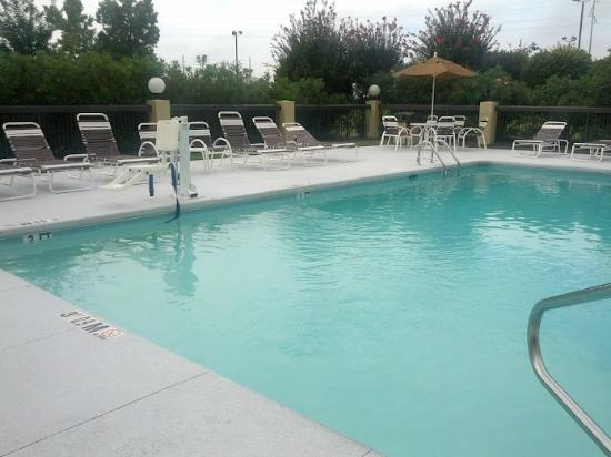 Holiday Inn Express & Suites Wilmington - University Center: Pool was very handicap friendly