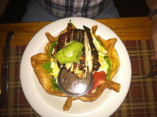 Hill Top Inn: blackened chicken salad