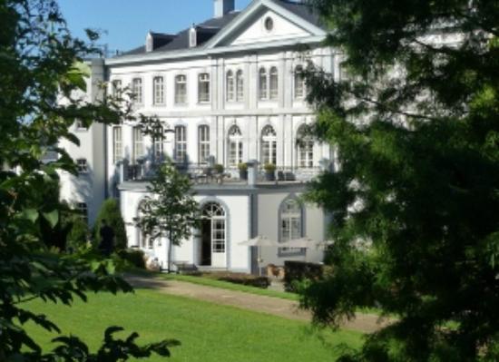Kasteel Bloemendal: Back of hotel