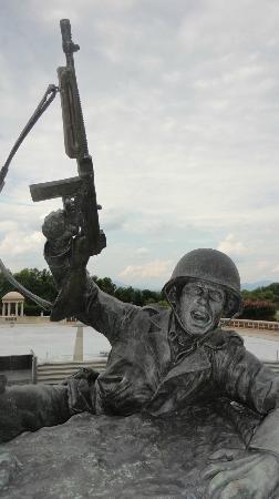 National D-Day Memorial: honor