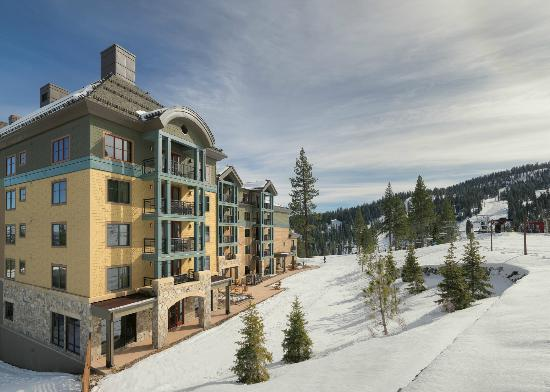 Constellation Residences at Northstar: Constellation At Northstar Direct Ski-In Ski-Out Access and Ski Valet Service