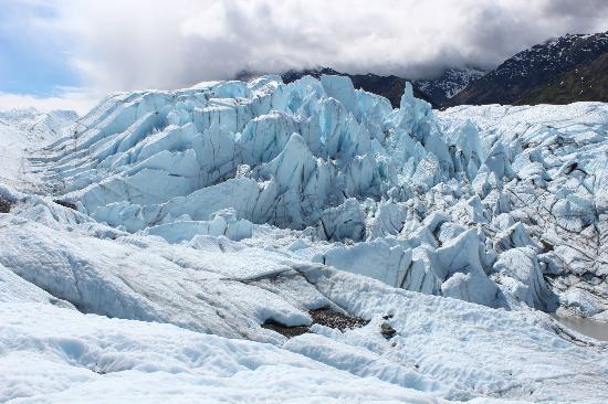 Mica Guides: Glacier Flowing over Large Hard Rock Knob