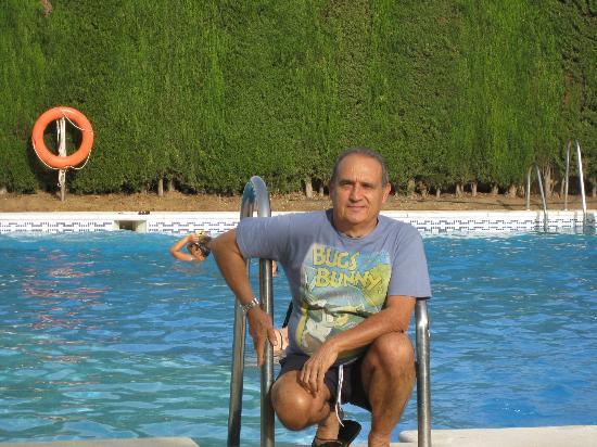 Sanlucar la Mayor, สเปน: piscina arreglada