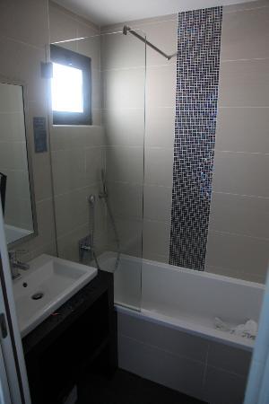 HOTEL BAPTISTIN : Room 11 bathroom