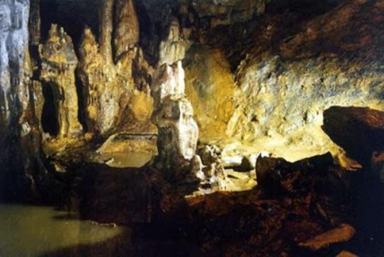 Patones, España: las Cuevas del Regerillo